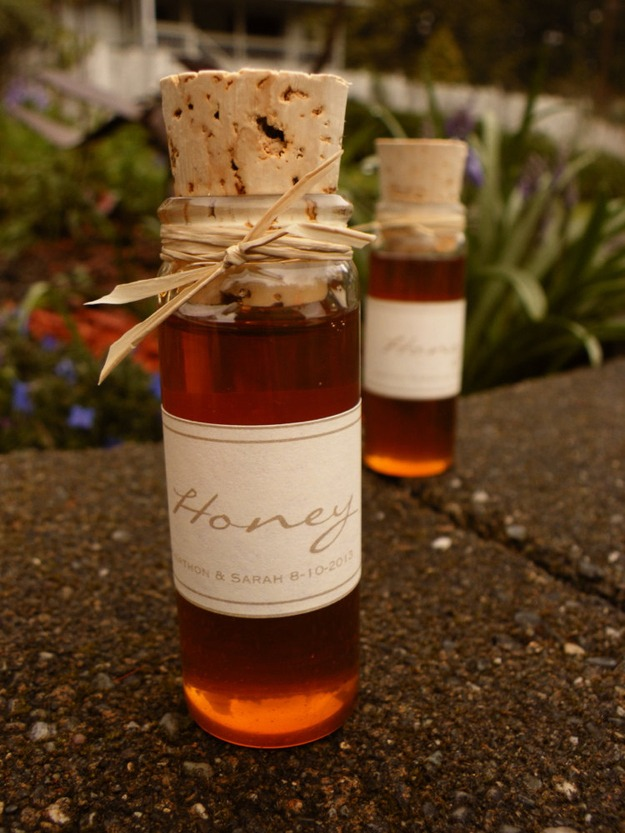 incredibly creative wedding favor ideas: Honey- healthy, sweet, what a treat! This could be a favor at any party
