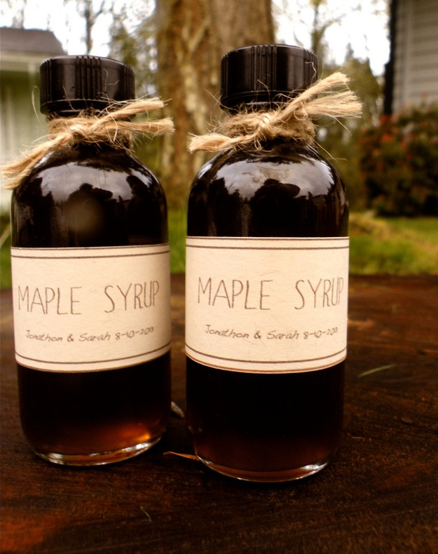 maple syrup wedding favors for the canadian at heart