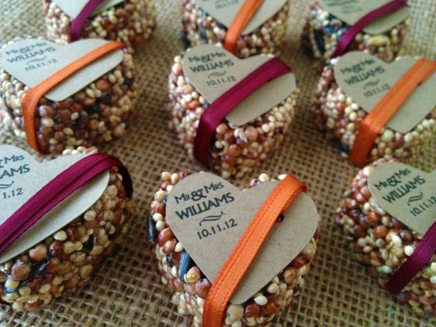 incredibly creative wedding favor ideas - Who doesn't like birds? Bird feeders for your wedding guests.