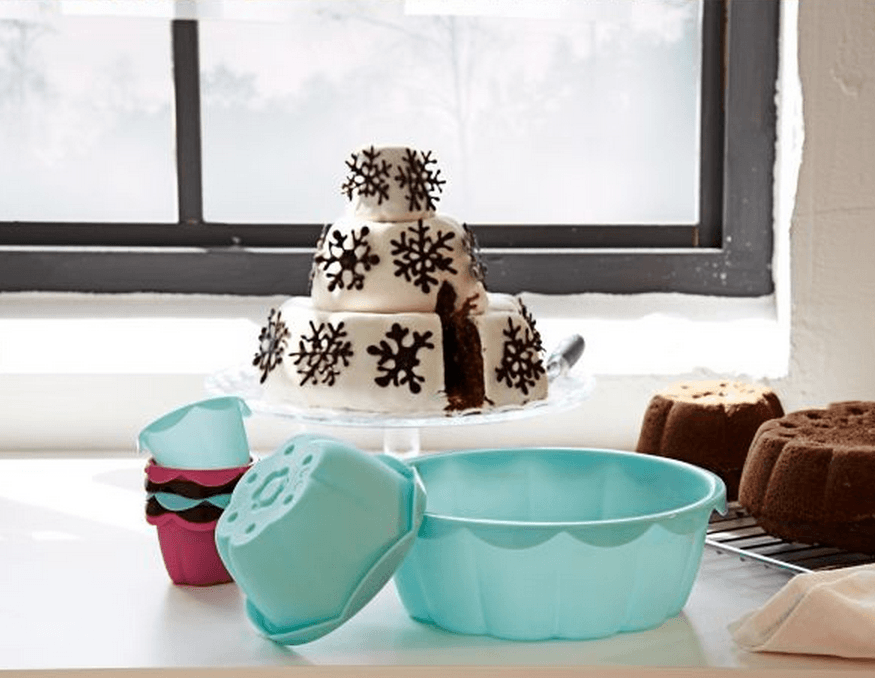 Make a DIY tiered wedding cake with creative designs, like snowflakes for a winter wedding, with SOCKERKAKA baking molds and decorating tools.