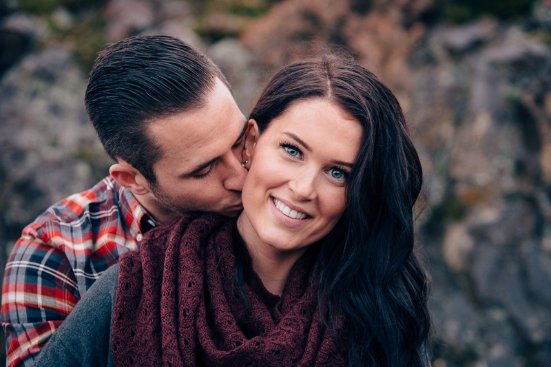 Knox Mountain Engagement - Victoria & Jordan