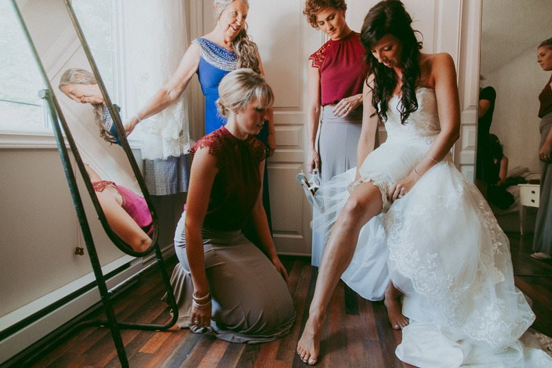 Kelowna Wedding Photography - Rustic Sunkissed Outdoor Wedding Photos by Kelowna Wedding Photographer Tailored Fit Photography-0010