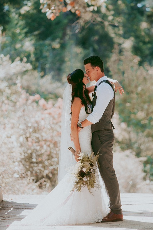Kelowna Wedding Photography Rustic Sunkissed Outdoor Photos By Photographer Tailored Fit