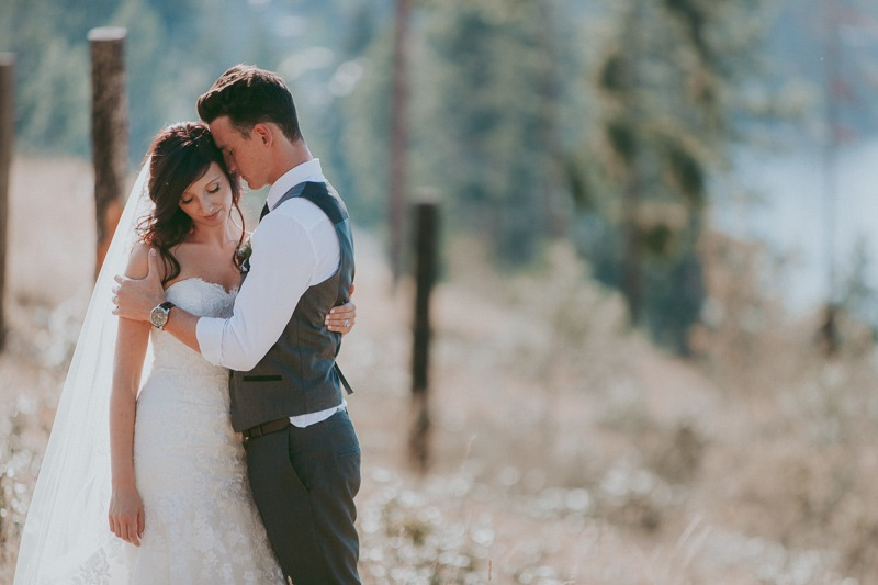 Kelowna Wedding Photography - Rustic Sunkissed Outdoor Wedding Photos by Kelowna Wedding Photographer Tailored Fit Photography-0039