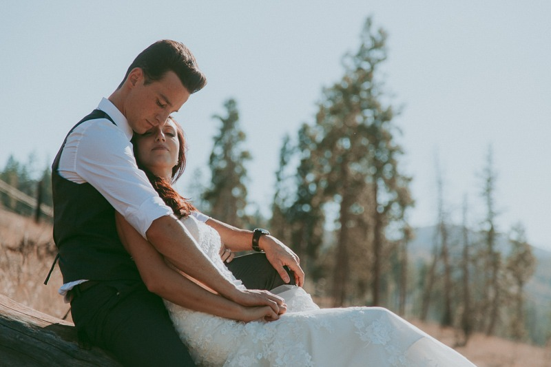 Kelowna Wedding Photography - Rustic Sunkissed Outdoor Wedding Photos by Kelowna Wedding Photographer Tailored Fit Photography-0040