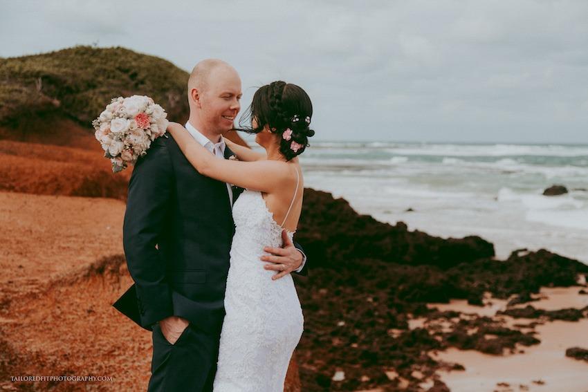 happy wedding photos - natural wedding photos - unposed wedding photos of bridal party
