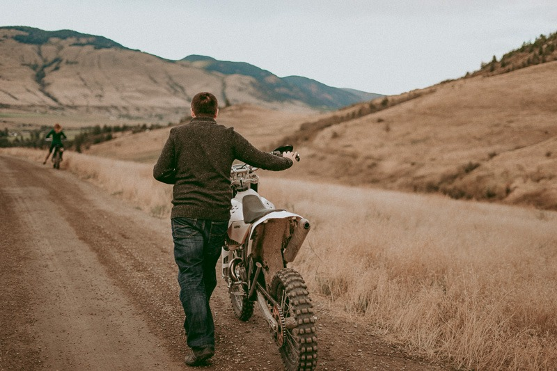 dirtbike engagement picture - dirt bike engagement pictures - Tailored Fit Photography