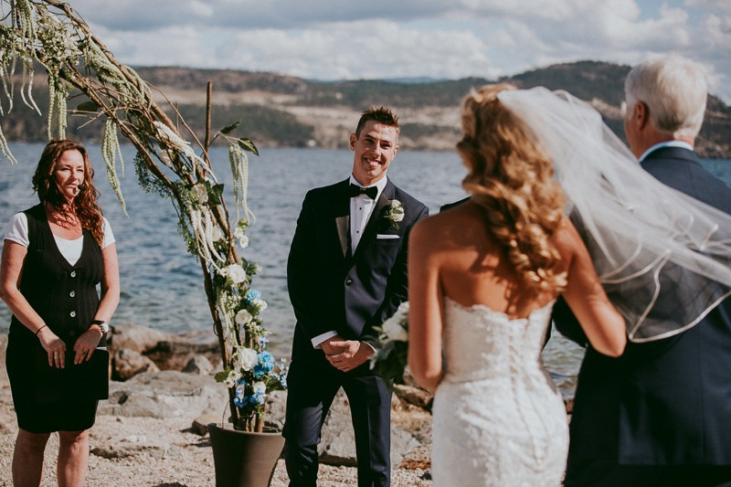 okanagan resort wedding ceremony outdoors in Kelowna BC Canada