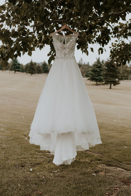 outdoor wedding dress photograph at the kelowna golf club