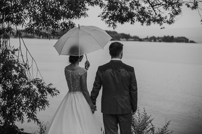 gorgeous rainy wedding photos - canadian wedding photography