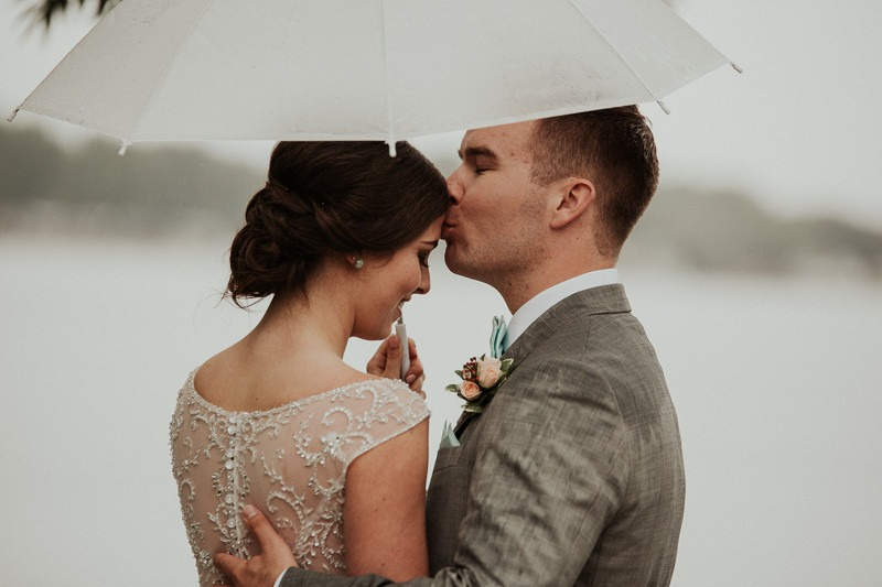 rainy day wedding - bridal party umbrellas - rainy wedding photos - wet wedding photo ideas - gorgeous rainy wedding photos - canadian wedding photography