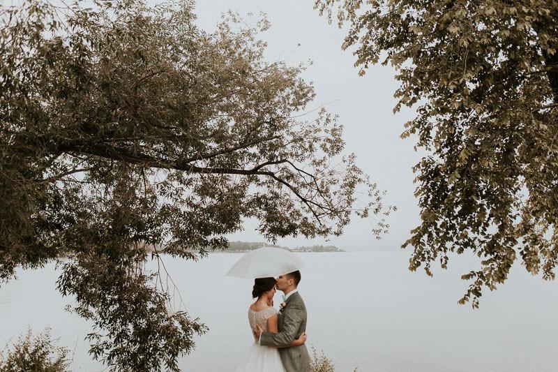 best canadian wedding photographers, best photographers in canada - wet wedding - rainy wedding