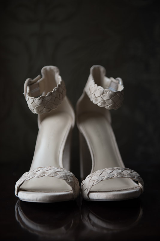 highheel bridal shoes white with ankle bands