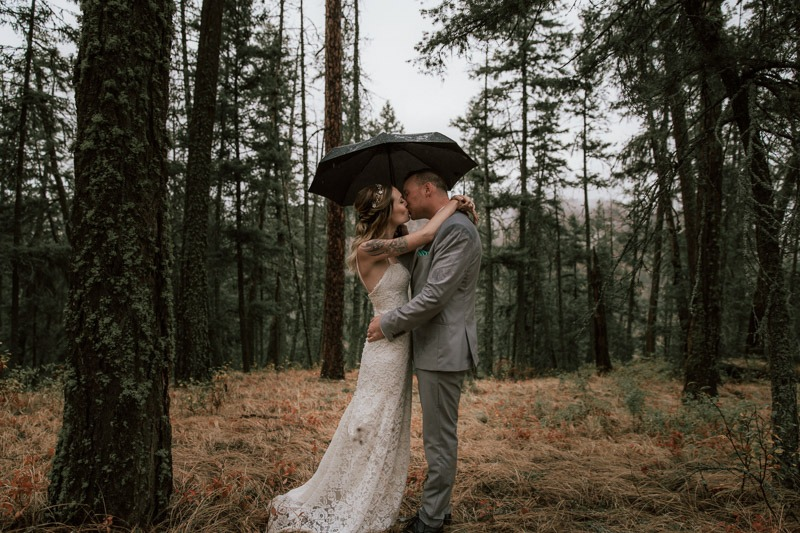 umbrella wedding photos in the rain