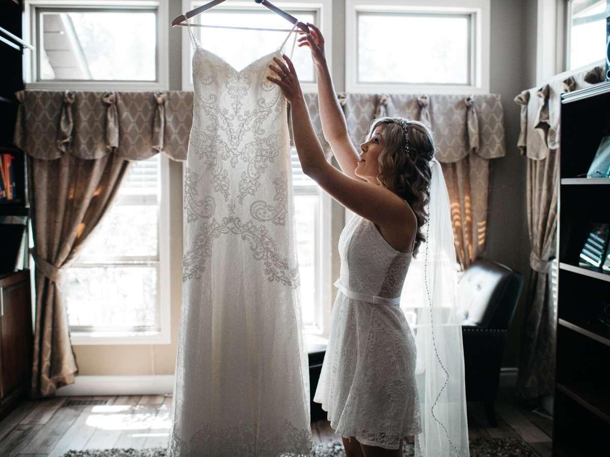 bride preps at kamloops tru wedding
