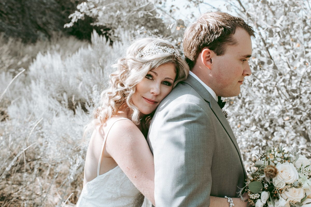 kamloops wedding ceremony and wedding photoshoot at horticultural garden wedding photos at tru thompson river university