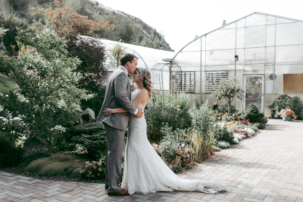 greenhouse horticultural garden wedding photos at tru thompson river university